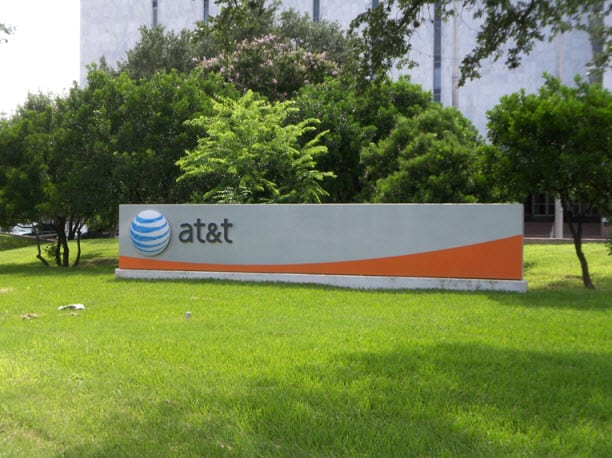 AT&T and Bloom Energy team to bring fuel cells to California