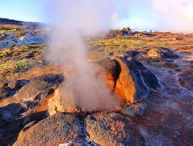 Geothermal energy to produce hydrogen fuel