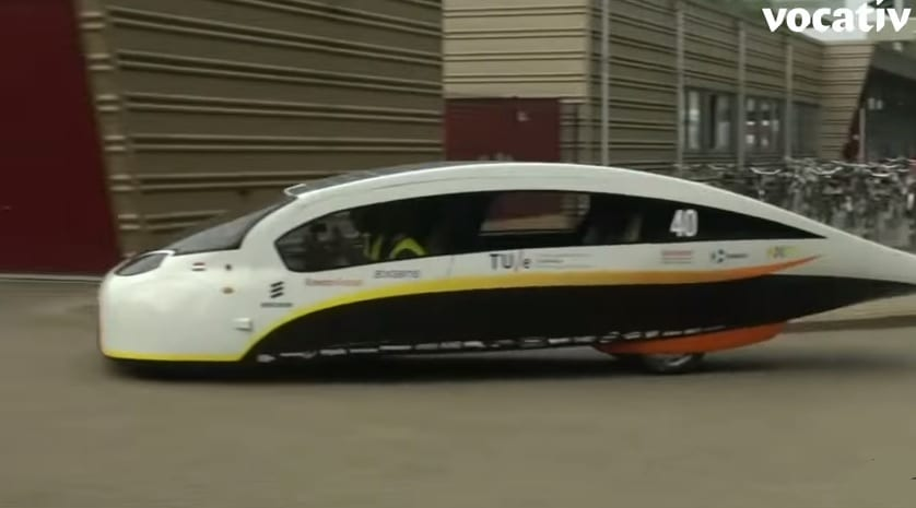 New car using solar energy wins praise at the World Solar Challenge