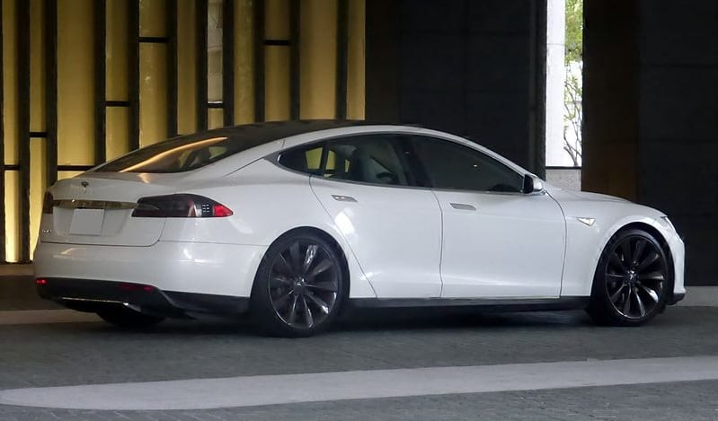 Dutch company uses hydrogen fuel to power Tesla Model S