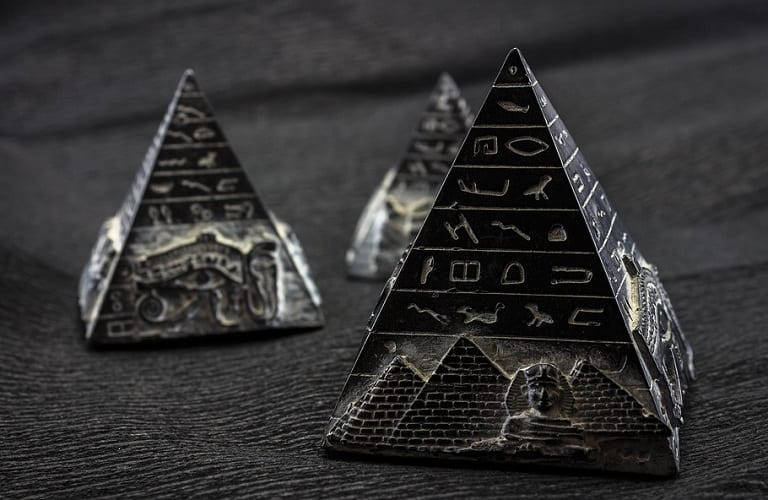 New Catalyst for Fuel Cells Inspired by Ancient Egyptian Art - Image of decorated pyramids