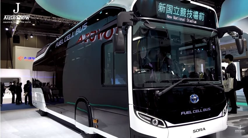 Toyota brings buses equipped with fuel cells to Japan