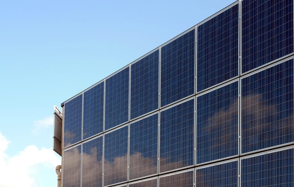 IRS to extend solar power incentives to boost clean energy market
