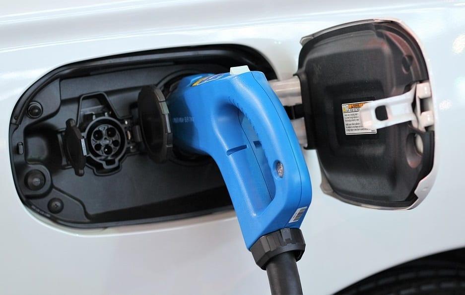 "Researchers develop ""climate-immune"" electric car battery"