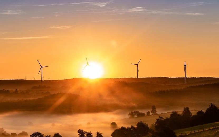 Heatwave brings summer wind energy to standstill in the UK