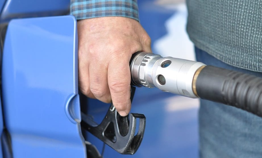 Liquid hydrogen-based fueling station - Person pumping fuel in car