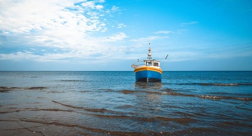 Hydrogen fuel fishin boat - fishing boat on ocean