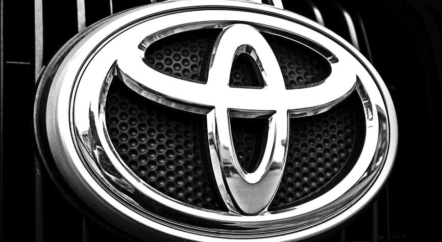 hydrogen fuel cells - Toyota Logo on Car grill