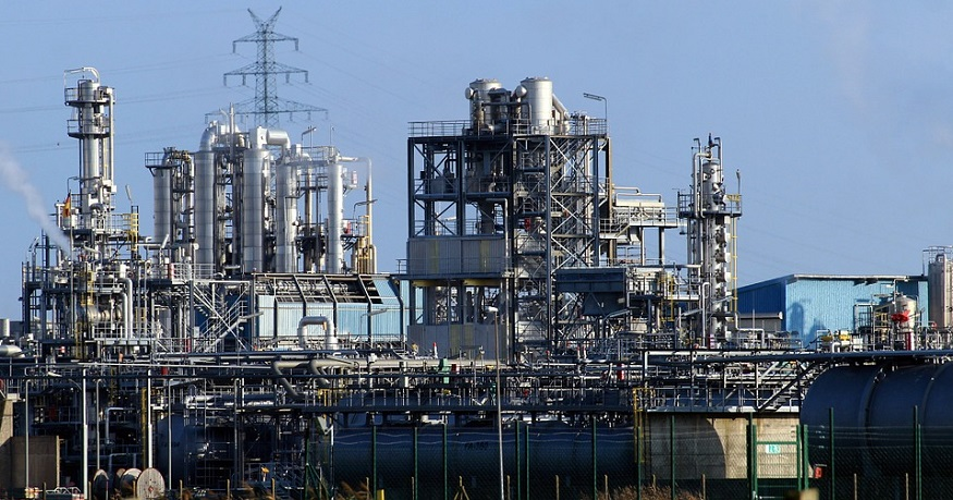 Hydrogen electrolysis plant - image of oil refinery