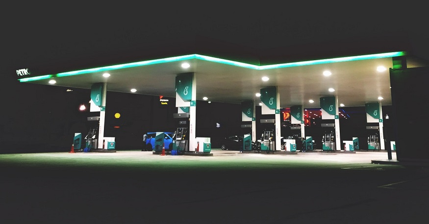 Saudi Arabia hydrogen fuel station - gas station at night