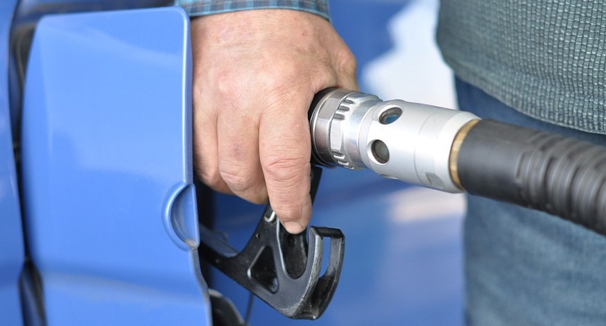 Hydrogen fuel stations - Refueling vehicle at gas station