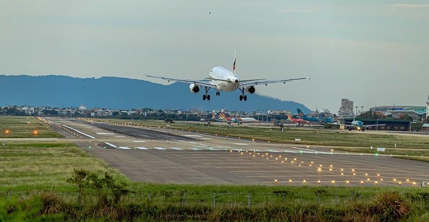 Plug Power fuel cells - Plane landing - airport