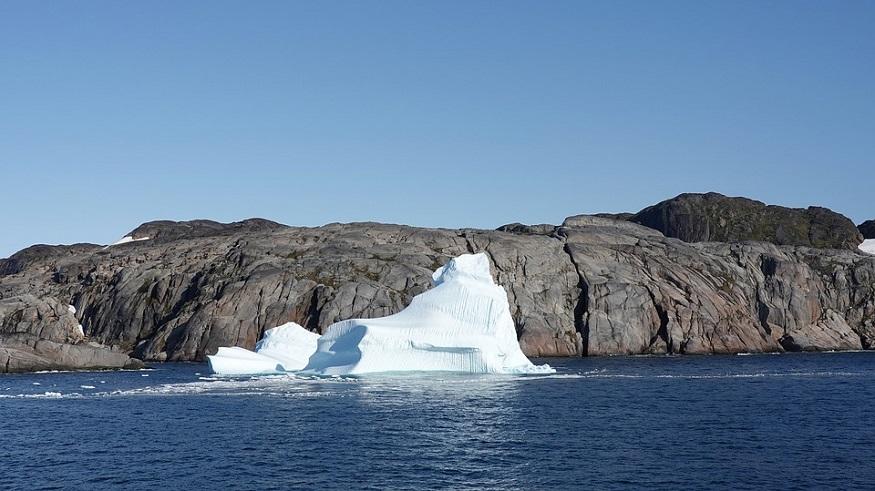Ocean climate change report - Iceberg in ocean