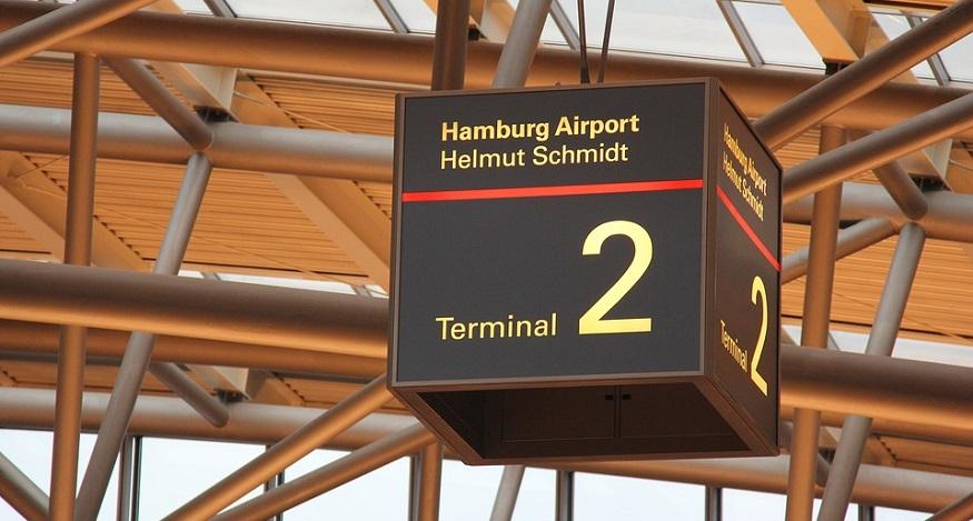 hydrogen fuel cargo tow tractors - Hamburg Airport