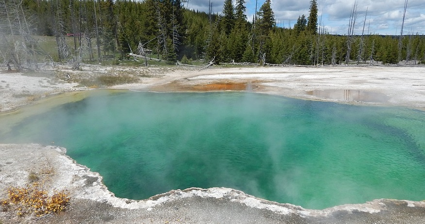 Alberta geothermal power plant - hot springs in yellowstone