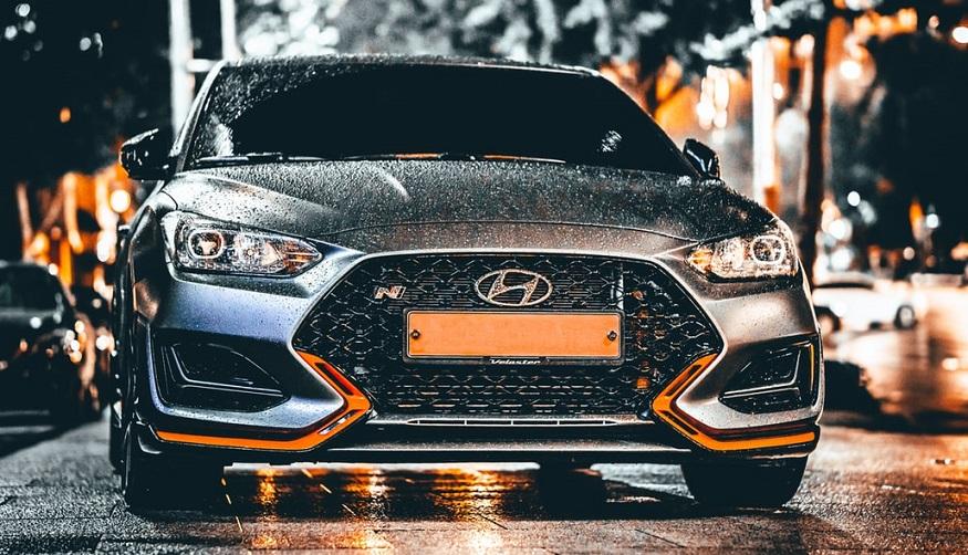 Nexo FCEV - Hyundai veicle in rain