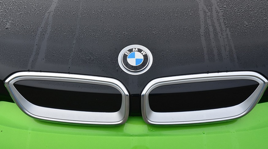 BMW hydrogen fuel cell - BMW Logo on car