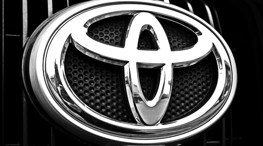 Toyota Hydrogen - Toyota Symbol on car grill