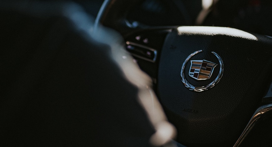 Cadillac electric cars - Cadillac symbol on steering wheel