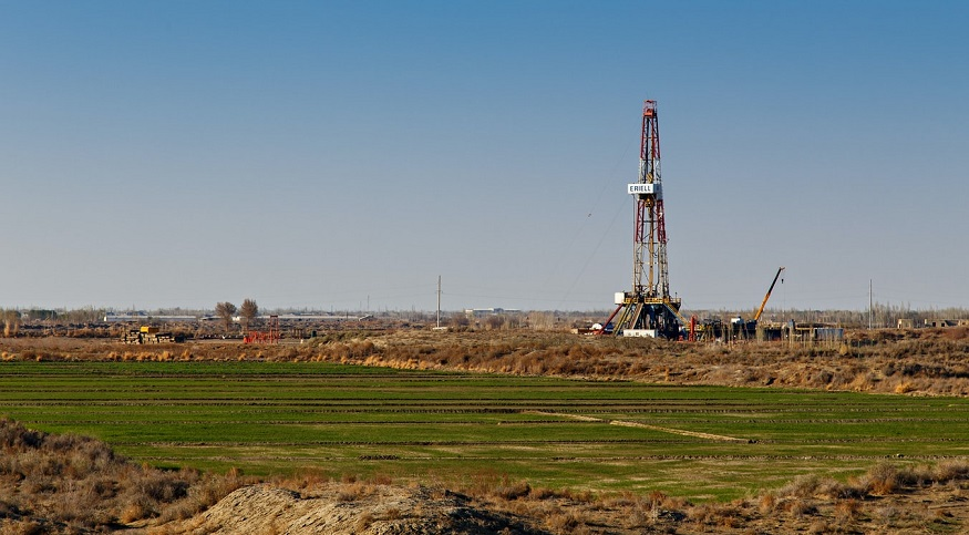 California Fracking Ban - oil rig in field