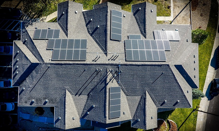 Solar energy generation potential - homes with solar panels on roof