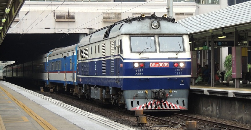 First fuel cell hybrid train locomotive in China complete