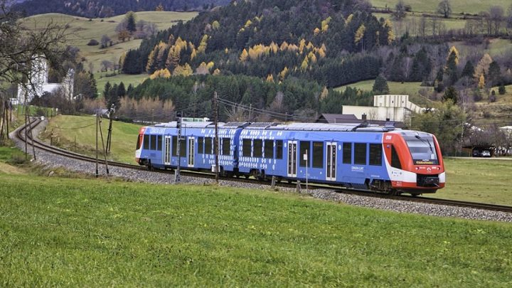 Alstom rolls out Poland's first fuel cell passenger train