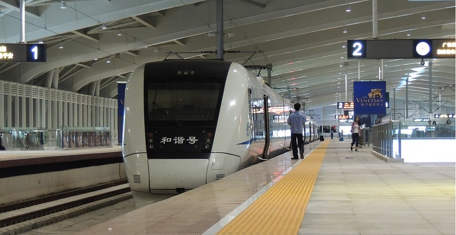 Proprietary hydrogen fuel cell hybrid locomotive launches in China
