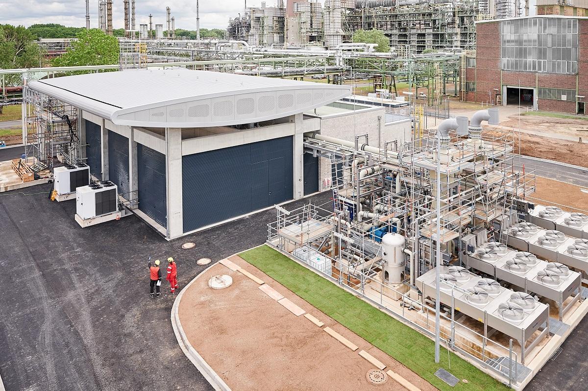 Green hydrogen electrolyzer - REFHYNE PEM Electolyzer at Shell Energy and Chemicals Park Rheinland_2