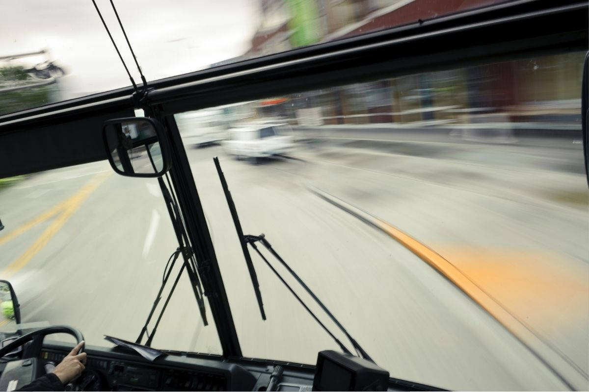 Hydrogen fuel systems fast charging buses