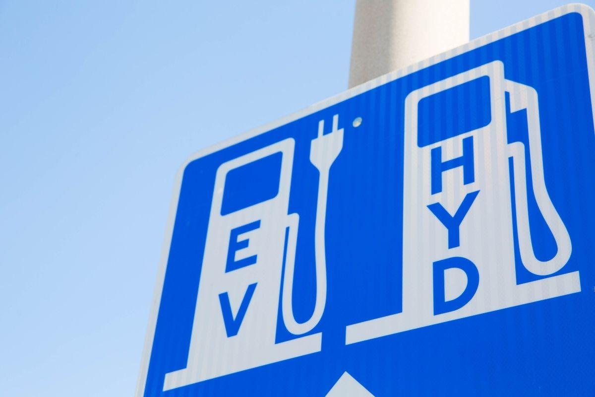 Fuel cell vehicles - EV charging & HFCV fueling sign