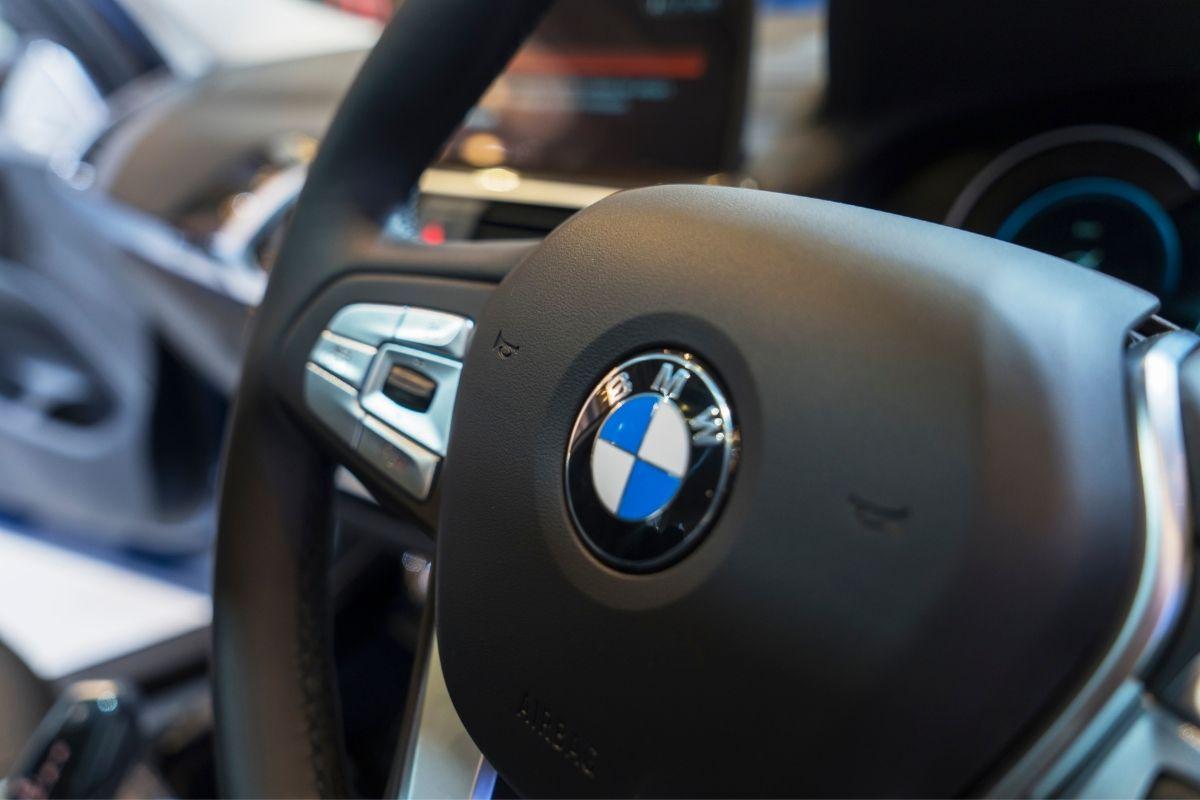 Hydrogen fuel cars - BMW car steering wheel