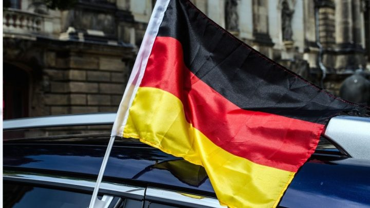 Germany's auto industry places spotlight on hydrogen fuel cars